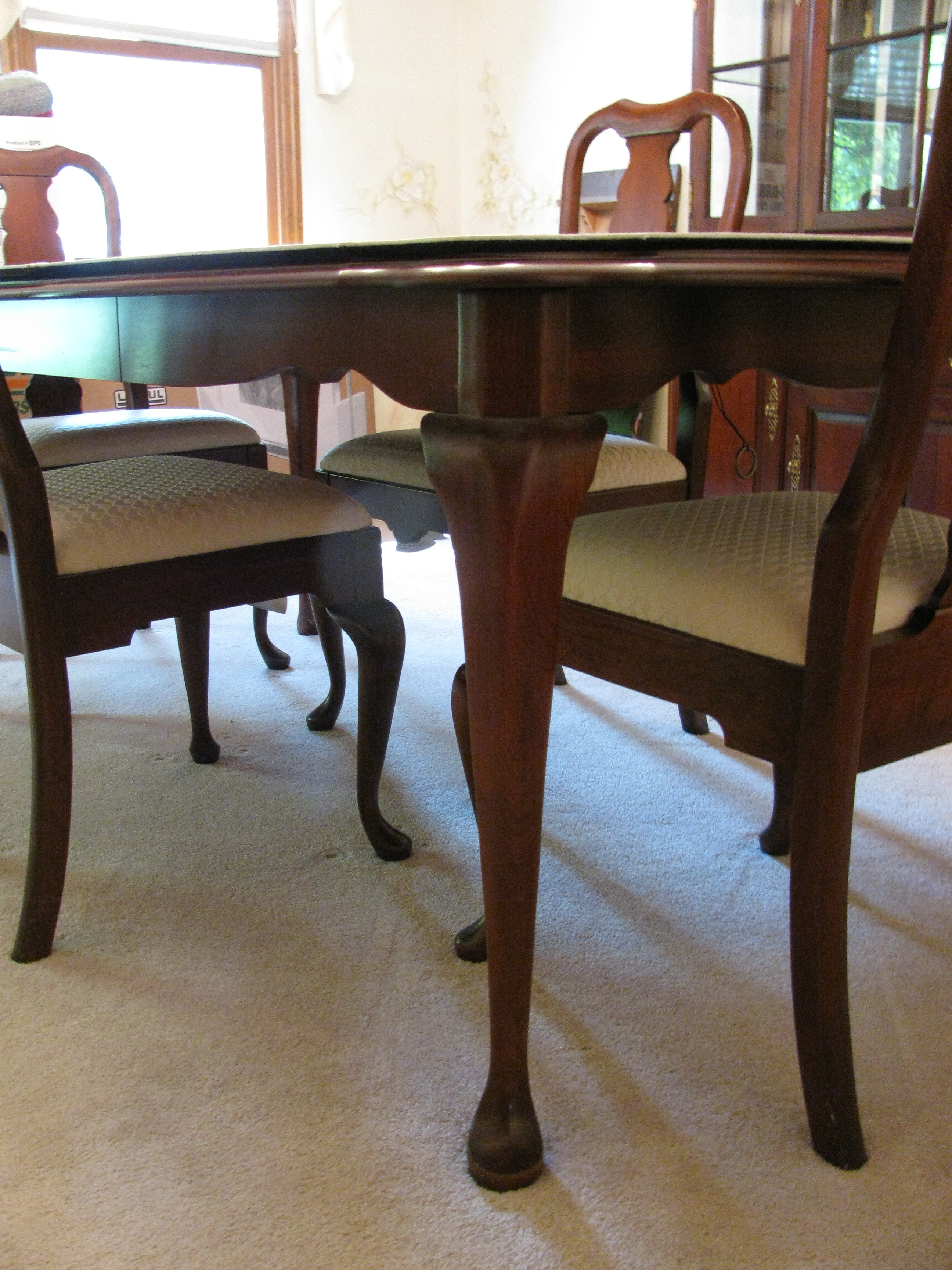 Queen anne dining room table and chairs