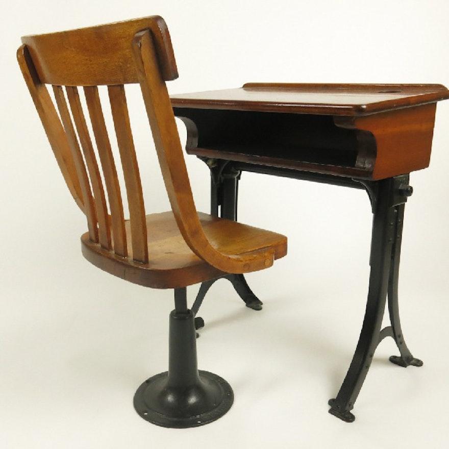 Antique Heywood Oak and Cast Iron Child's School Desk and Chair ... - Antique Heywood Oak And Cast Iron Child's School Desk And Chair : EBTH