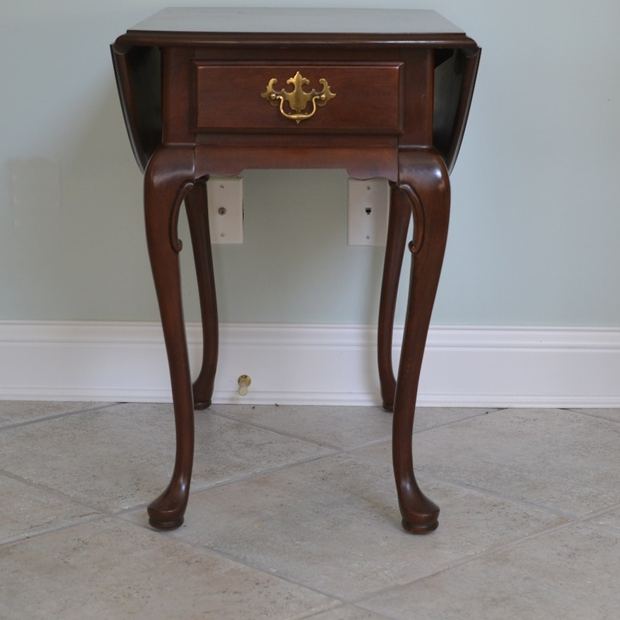 Hammary Furniture Queen Anne Style Drop Leaf Side Table