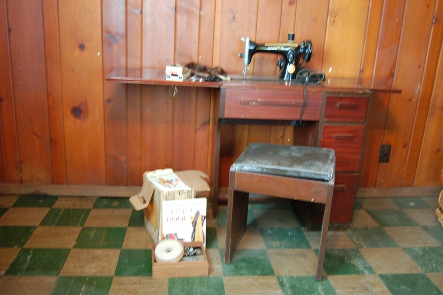Vintage Singer Sewing Machine, Cabinet And Stool ...