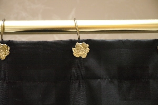 Black and gold tone bathroom accessories ebth for Black and gold bathroom accessories
