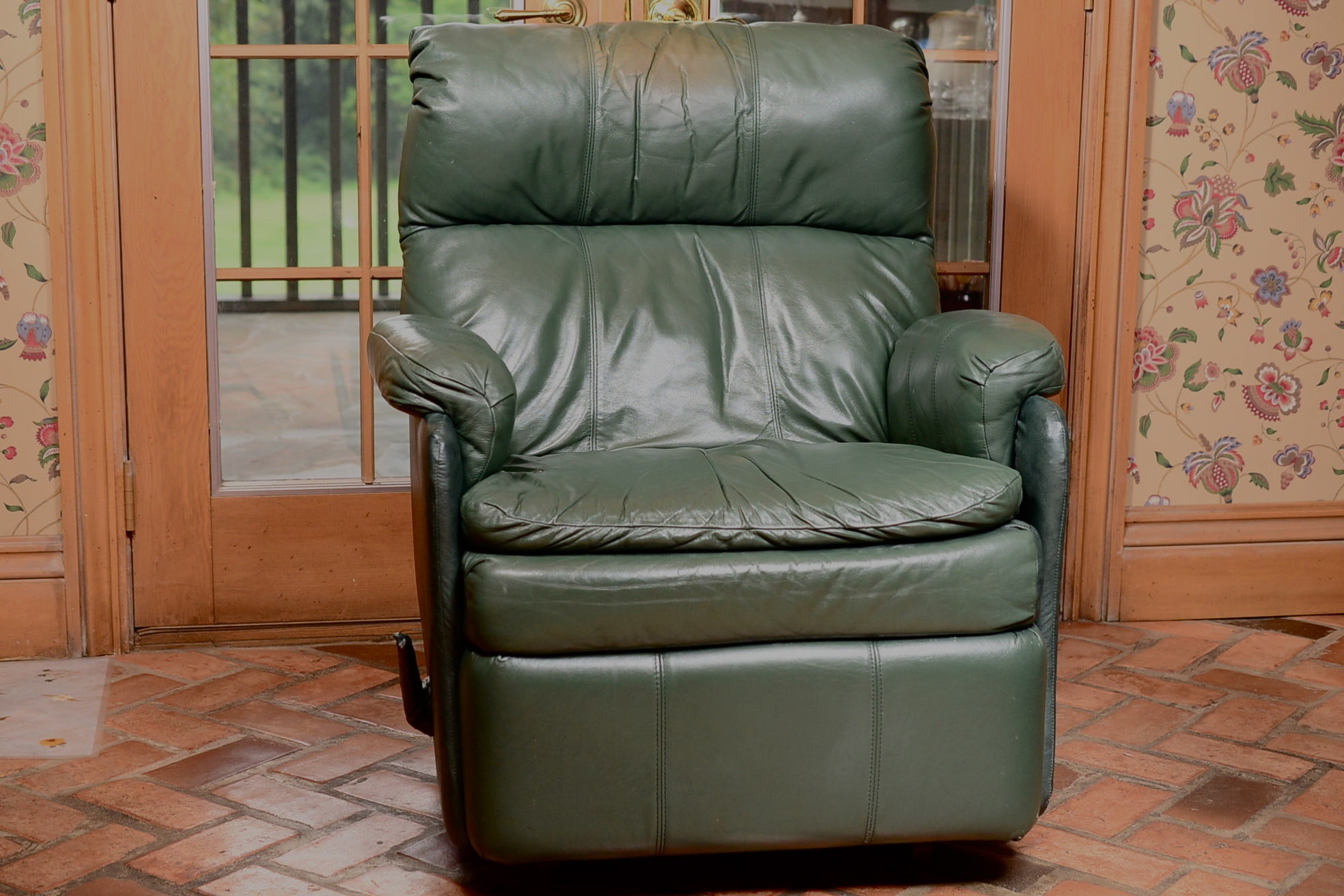 Comfy Forest Green Leather Recliner ...