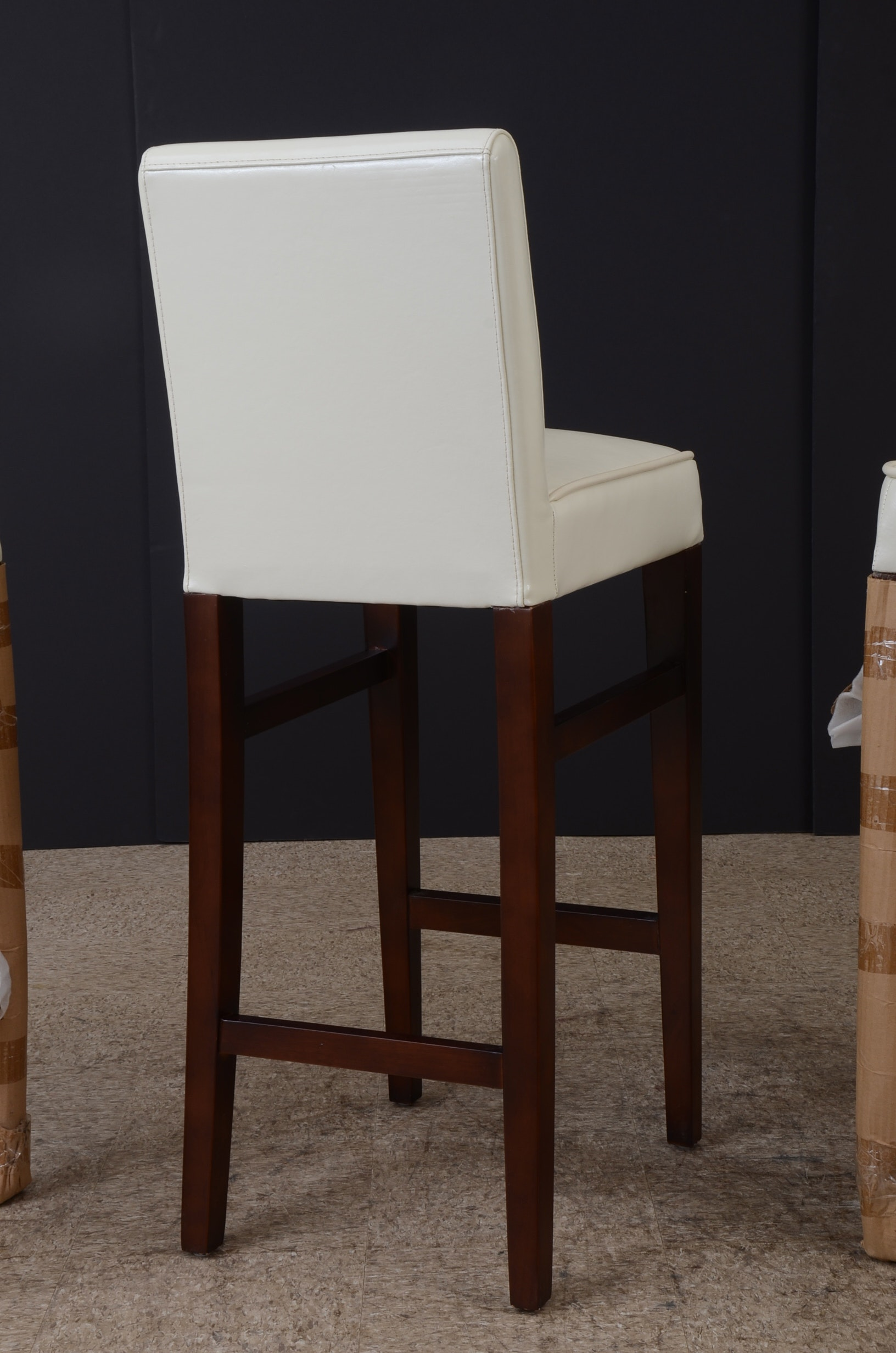 Set of Three White Leather Bar Stools EBTH : DSC9902jpgixlibrb 10 from www.ebth.com size 596 x 900 jpeg 71kB