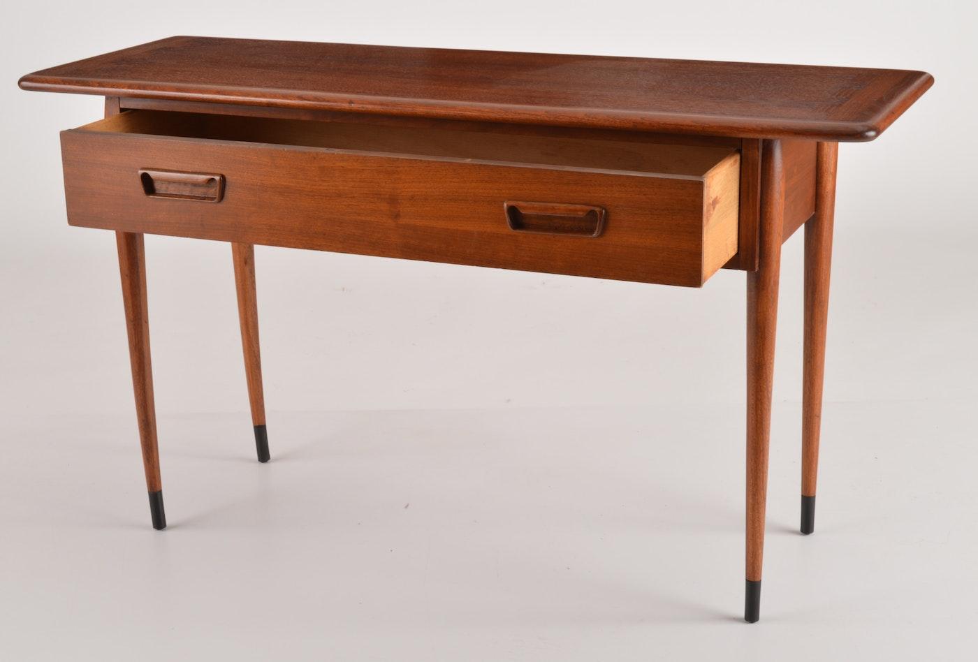Andre Bus Quot Acclaim Quot Lane Furniture Console Table Ebth