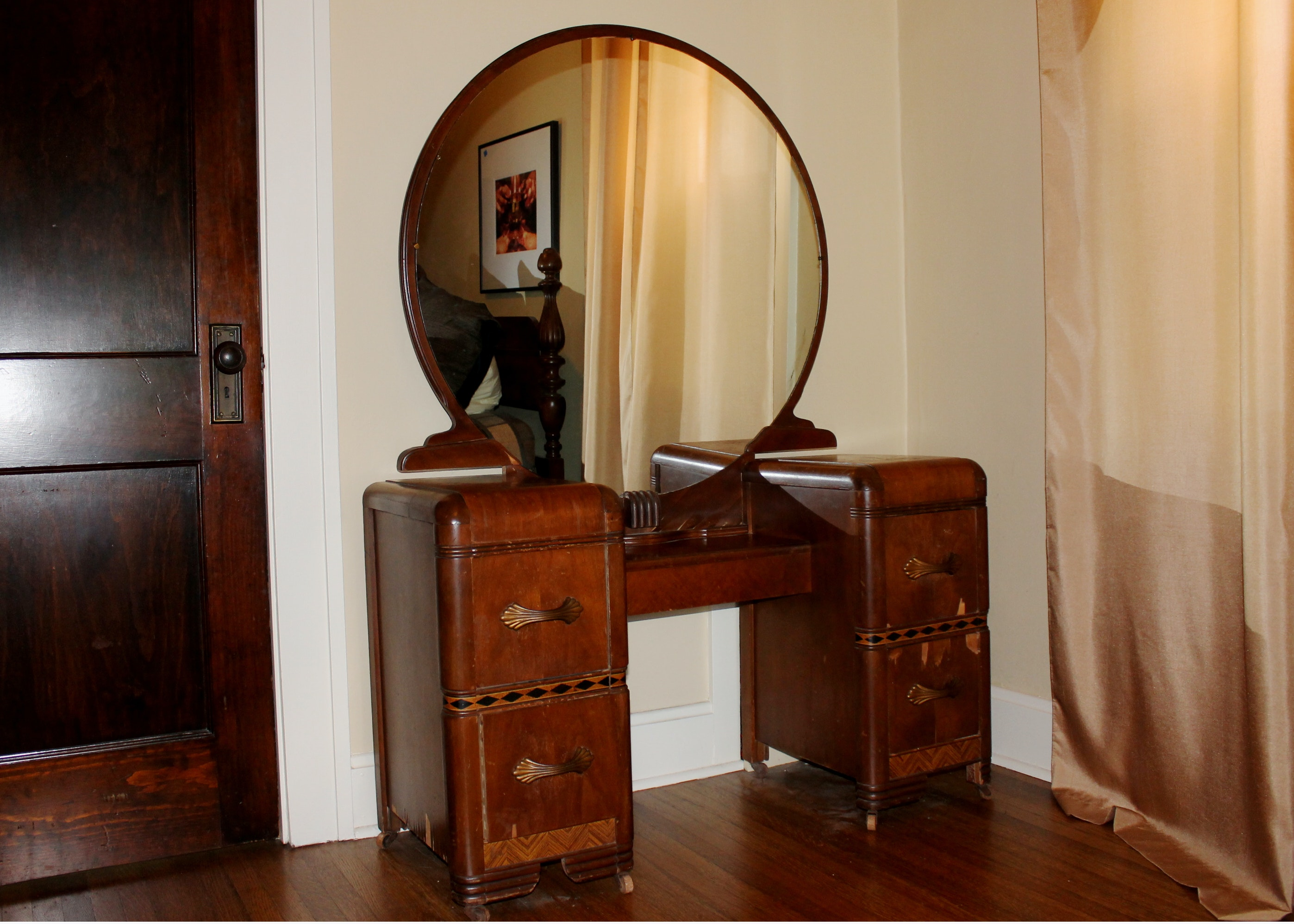 Art Deco Vintage 1930 S Vanity And Round Mirror Ebth