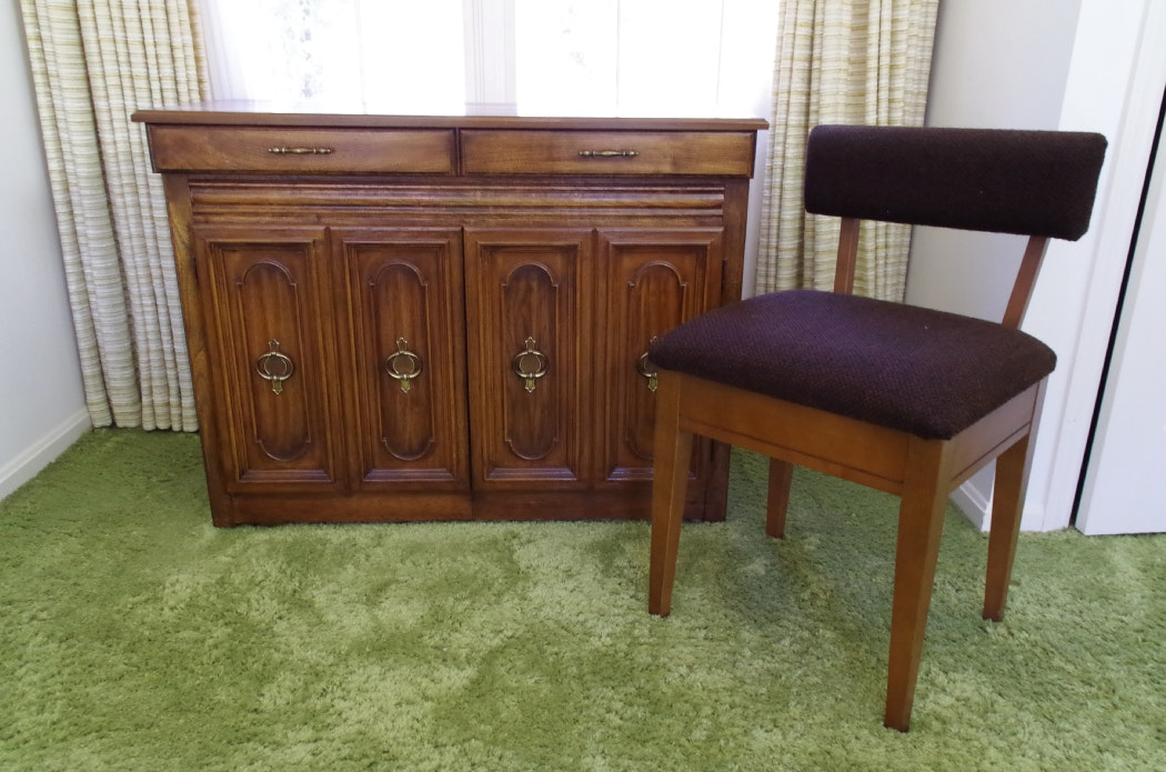 Vintage Sewing Desk Cabinet With Built In Singer Sewing Machine ...