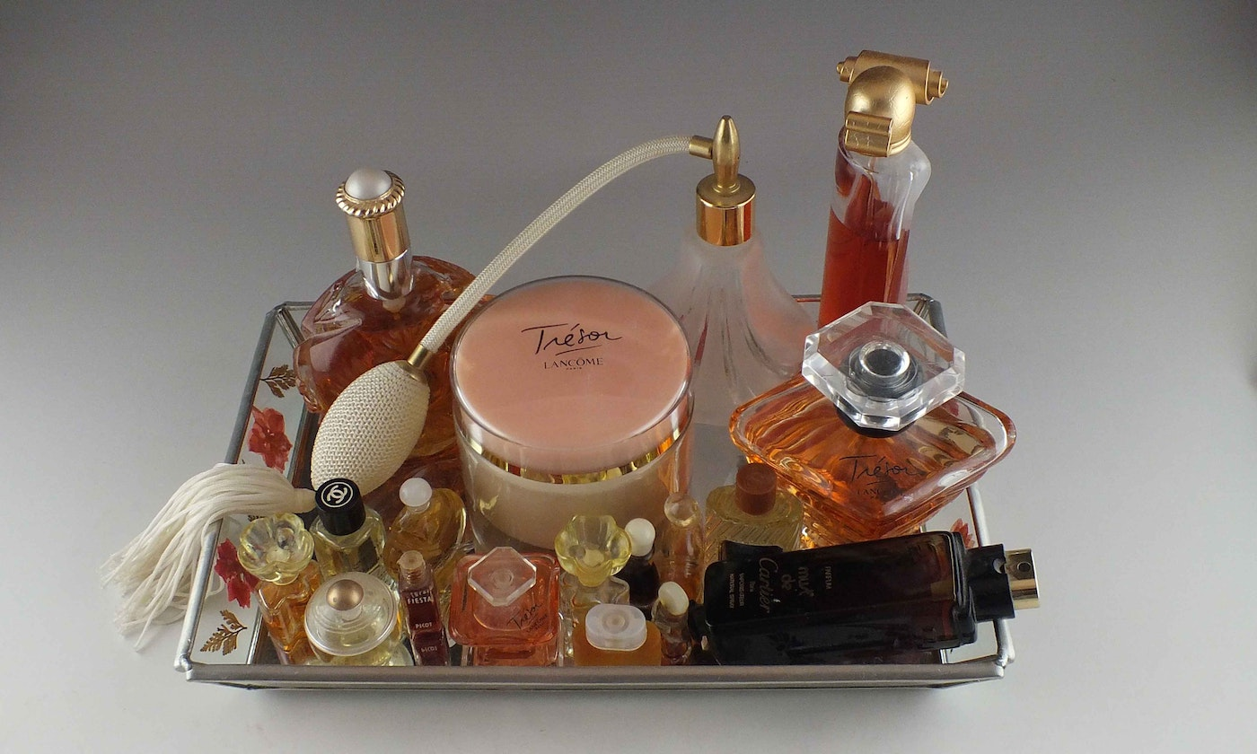 2012 Fifi Awards Nominees Fragrance Of The Year as well Vintage More Bling Bling additionally 1629495 Assorted Perfumes And Fragrance Products together with Oscar De La Renta Nail Polish In Aubergine And Larimar Reviewed And Swatched moreover 3710. on oscar de la renta perfume bottles