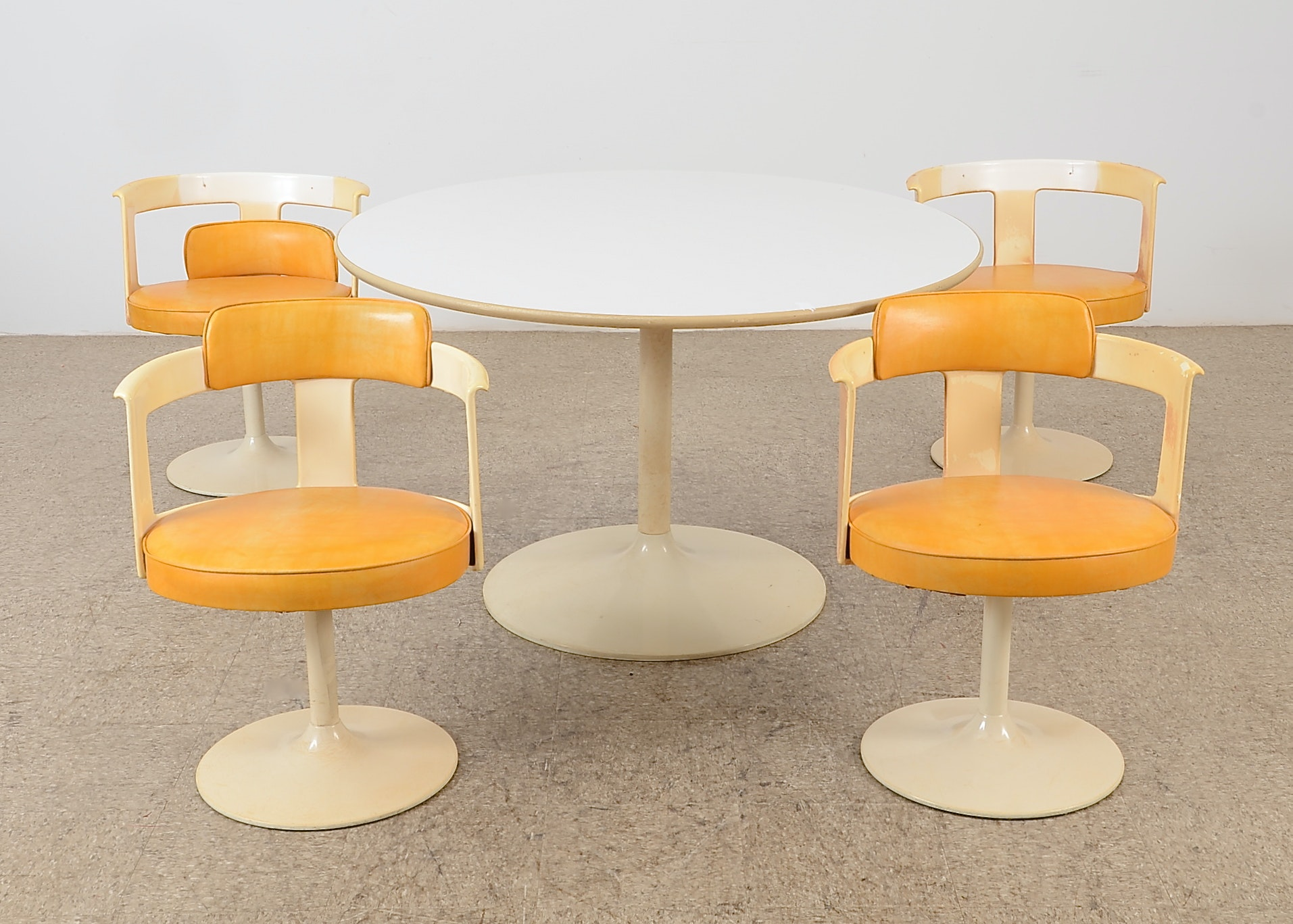 Tulip Style Dining Table And Chairs By Daystrom Furniture ...
