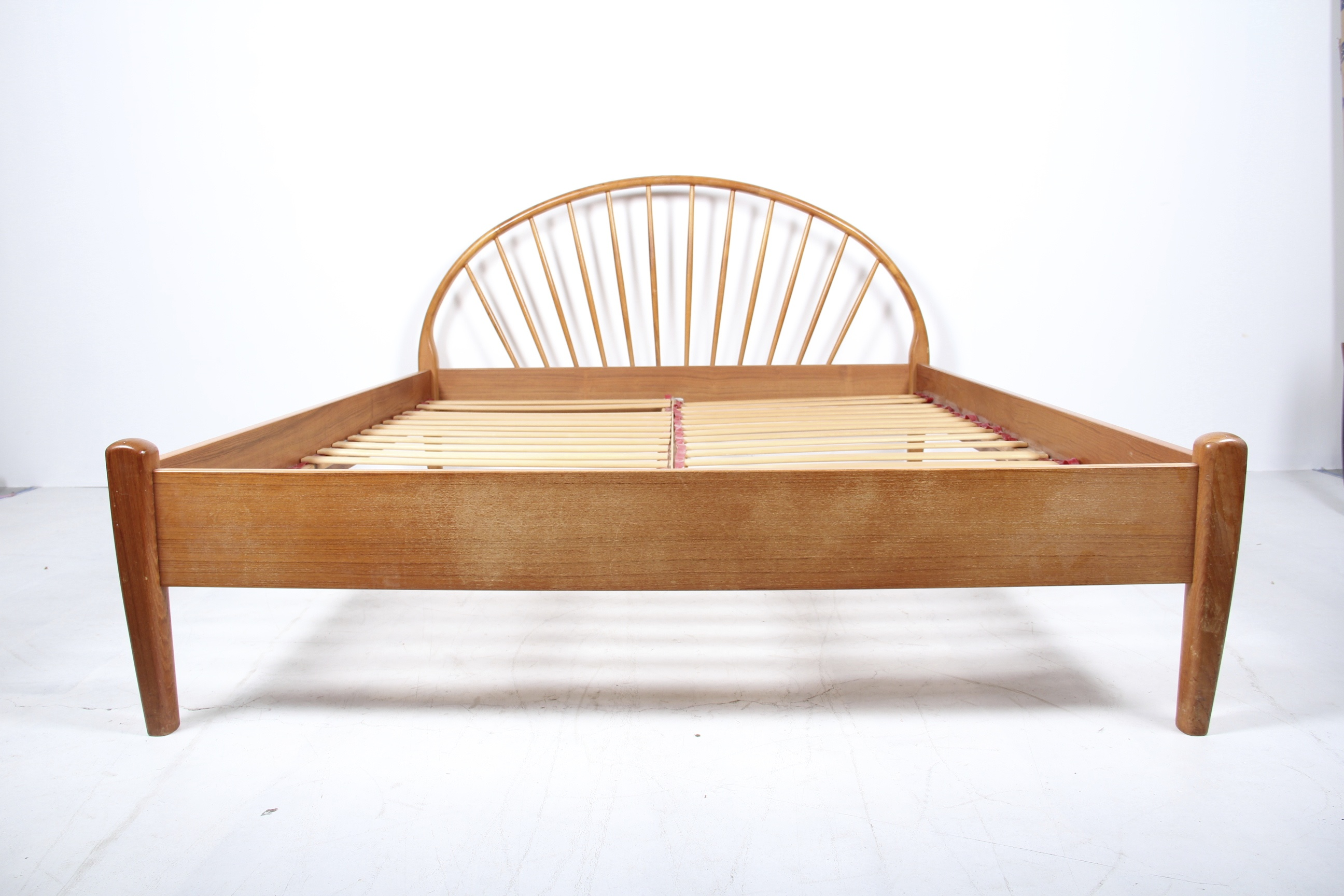 Mid-Century Danish Modern Teak Queen Size Bed Frame by Jespersen : EBTH