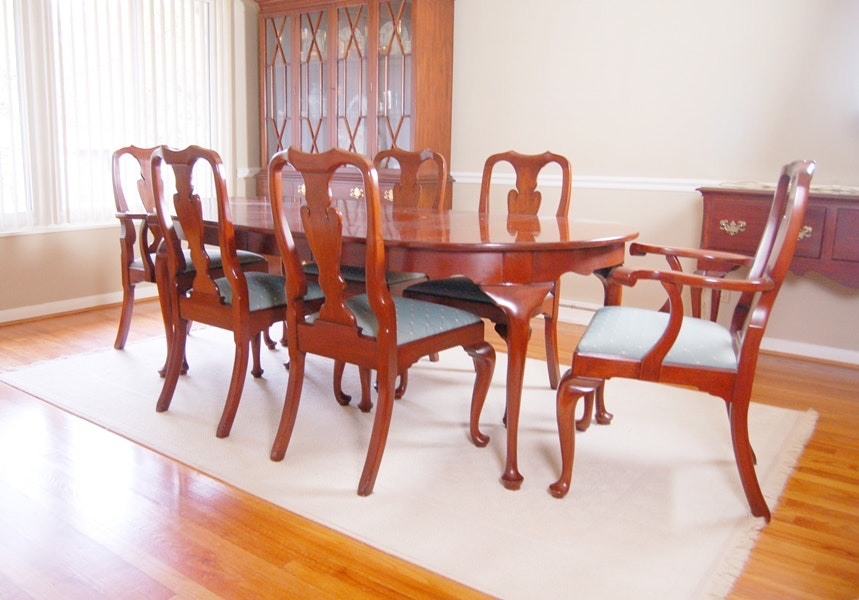 Henkel Harris Cherry Dining Table And Chairs In Queen Anne Style ...