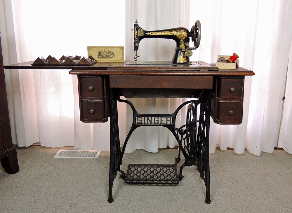 Antique Sphinx Model 27 Singer Treadle Sewing Machine and Cabinet ...