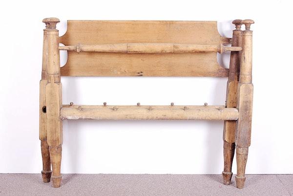 Primitive 1840s antique rope bed frame ebth for Rope bed frame