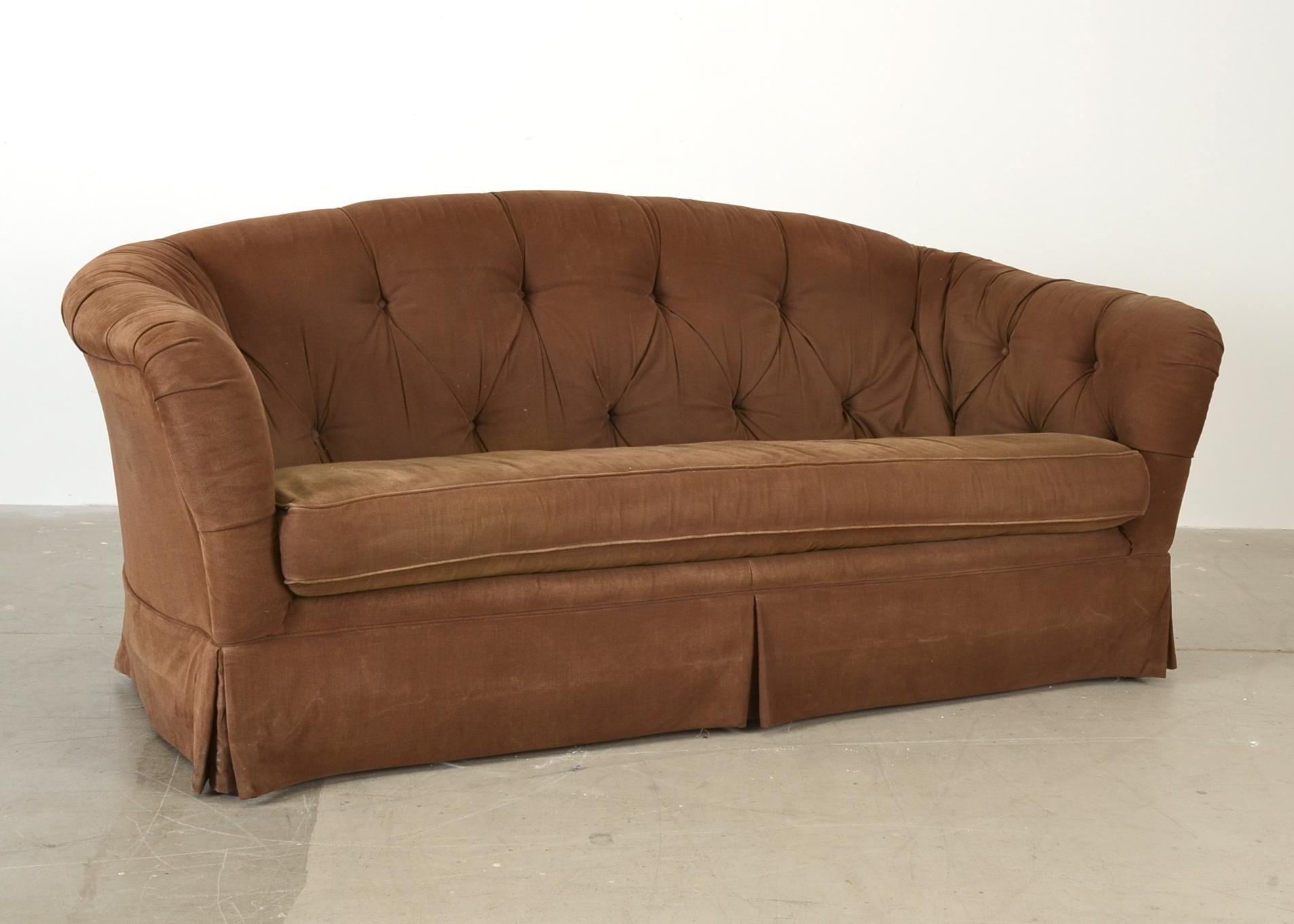 Tufted-Back Sofa : EBTH
