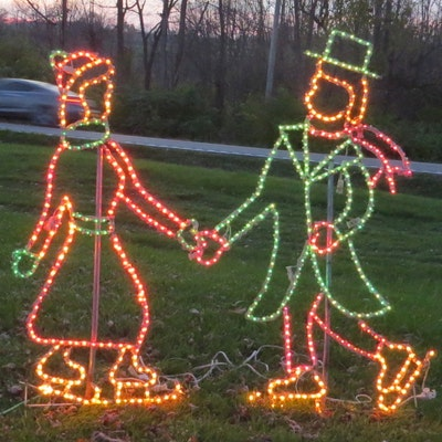 outdoor wire frame pair of ice skaters - Wire Frame Outdoor Christmas Decorations