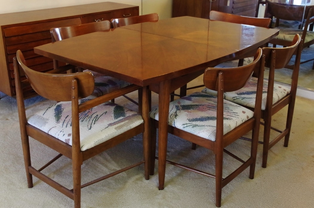 Mid Century Modern U0027Daniau0027 Dining Table And Six ...