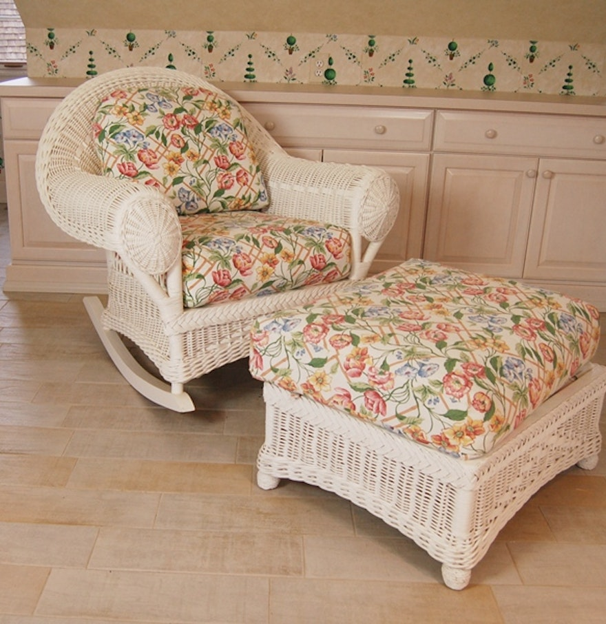 lane venture white wicker rocking chair and ottoman ebth. Black Bedroom Furniture Sets. Home Design Ideas