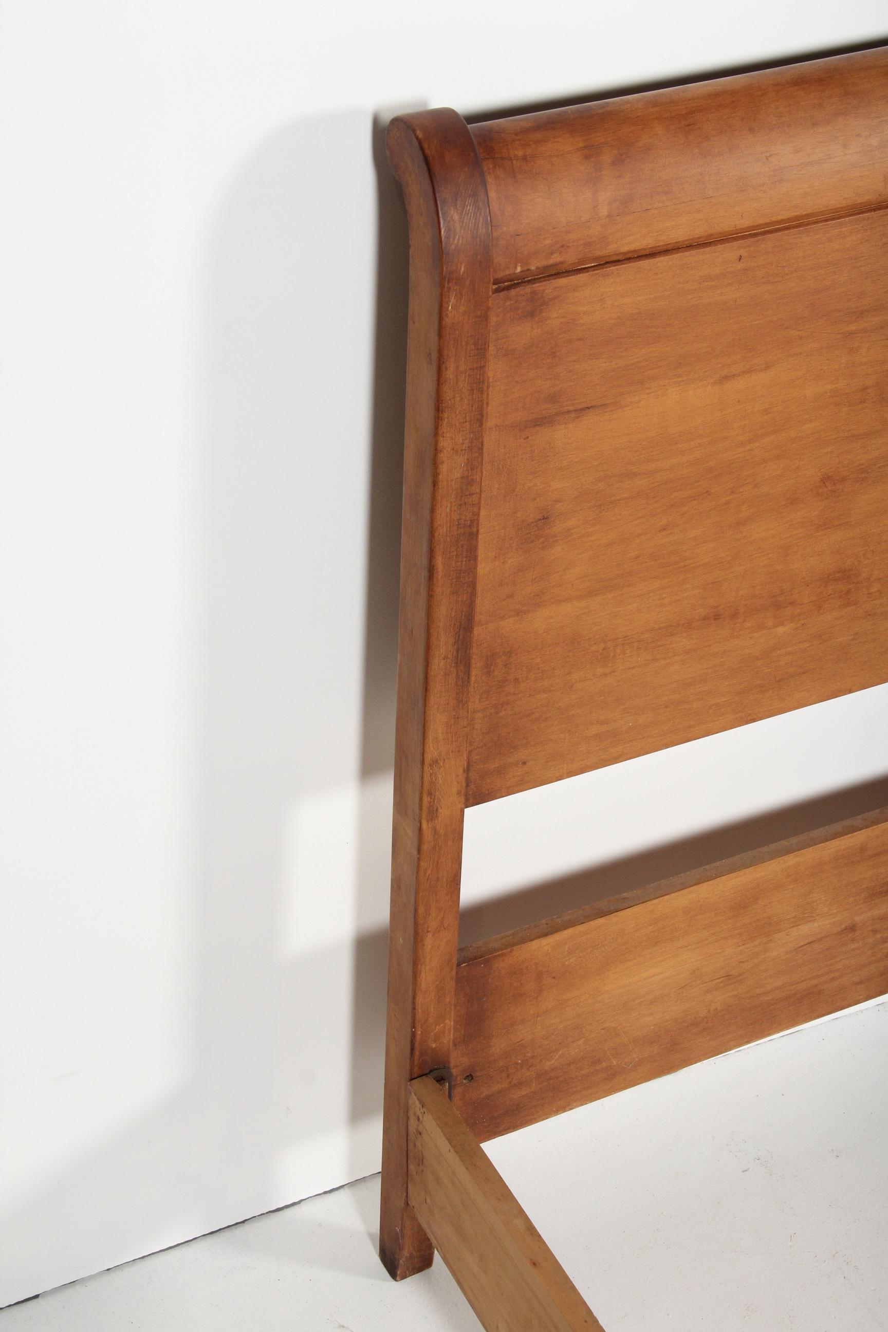 Pair of Maple Sleigh Beds : EBTH