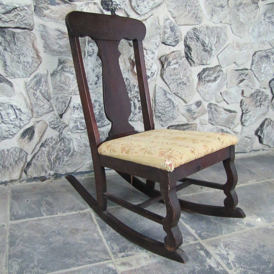 Small Antique Nursing Rocking Chair ... - Small Antique Nursing Rocking Chair : EBTH