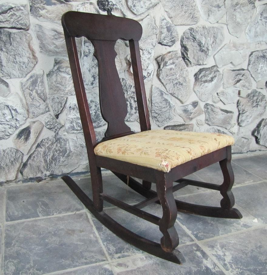 small antique nursing rocking chair ebth. Black Bedroom Furniture Sets. Home Design Ideas