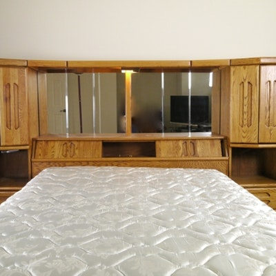 Vintage bed auction used beds and bedding for sale in - Used queen bedroom sets for sale ...