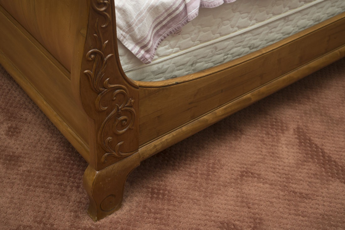 Queen Size Ethan Allen French Country Maple Sleigh Bed : EBTH