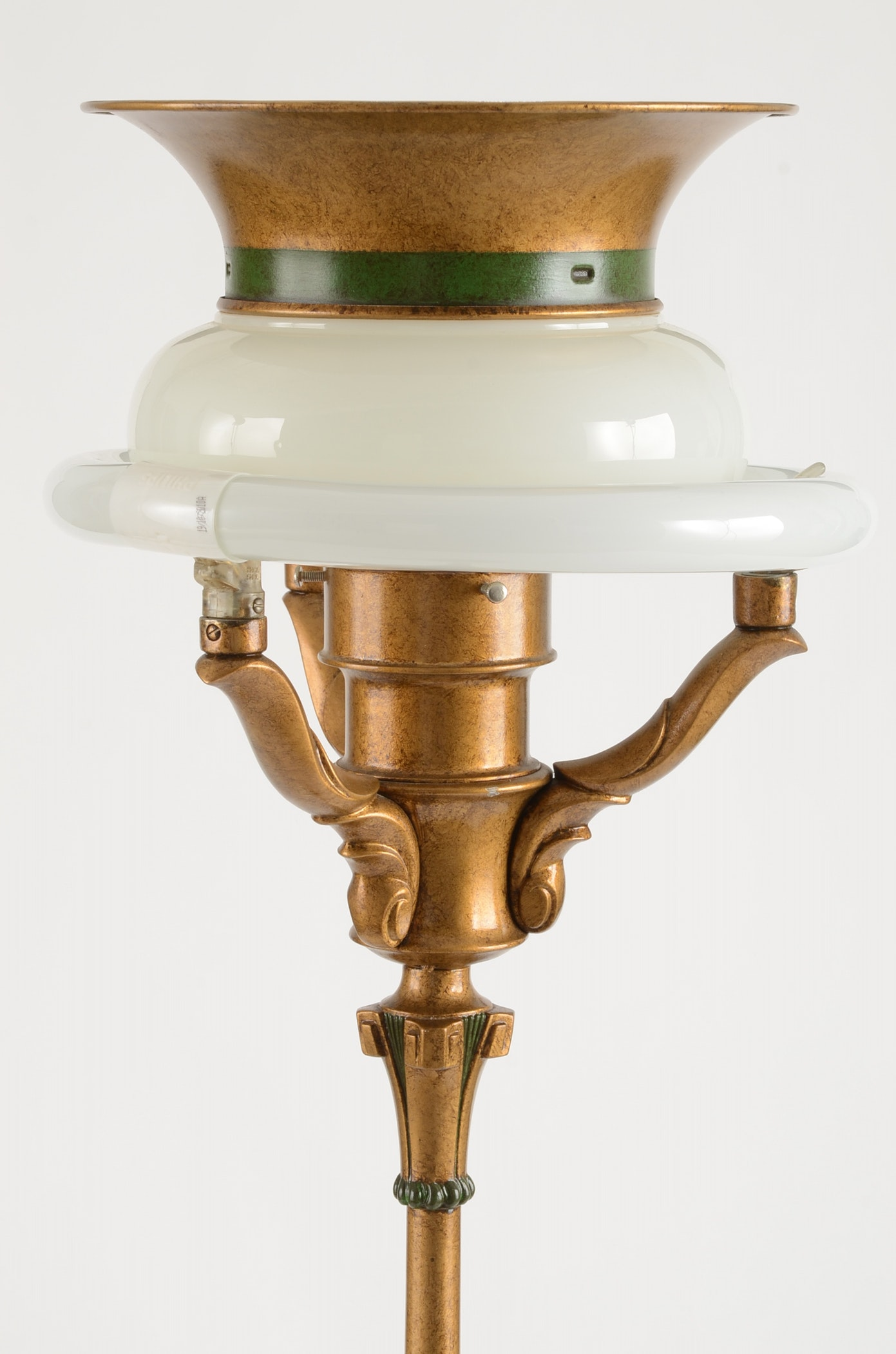 Vintage Colonial Premier Company Floor Lamp Ebth