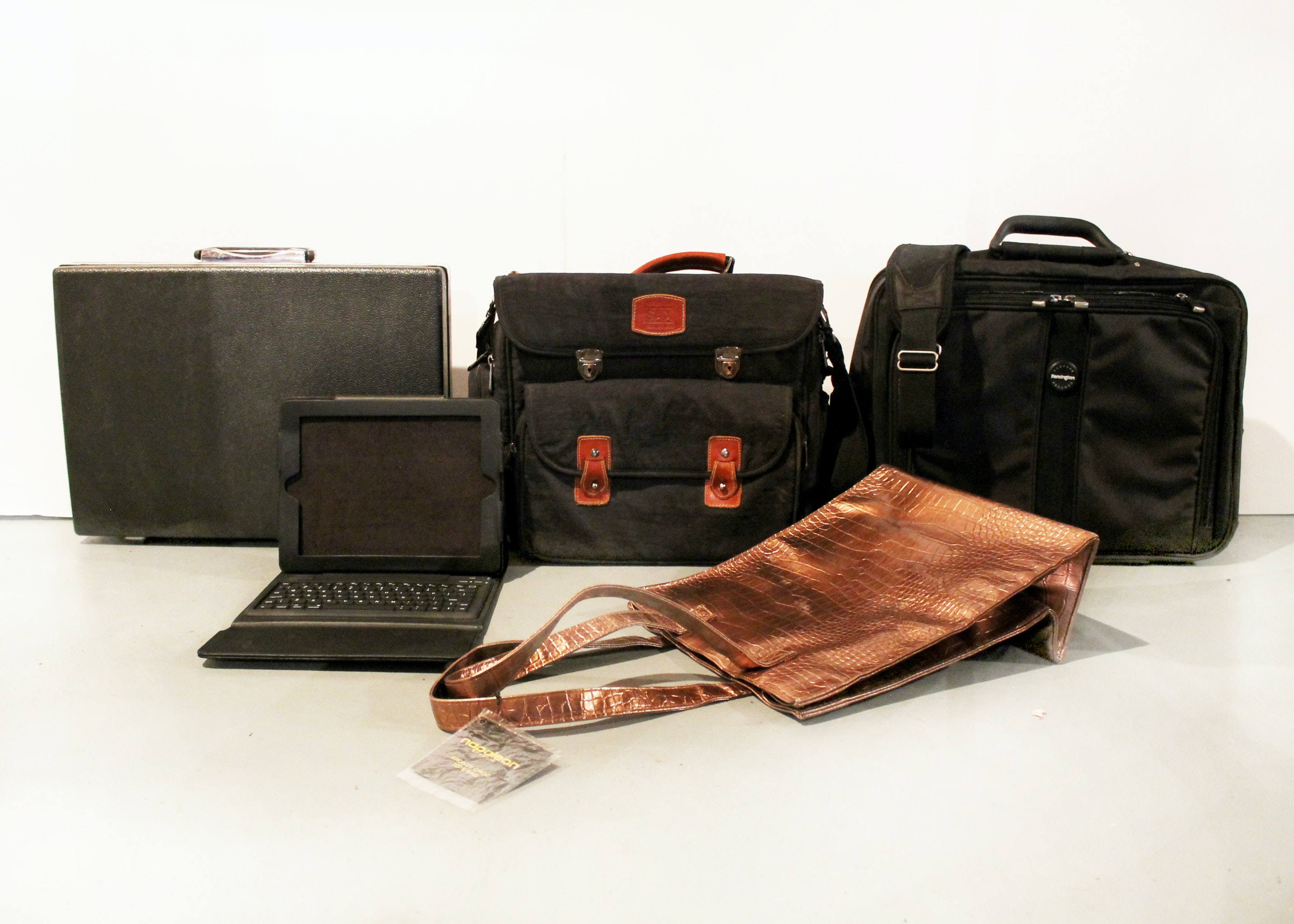 Group of His and Hers Travel Bags for Business and Pleasure : EBTH