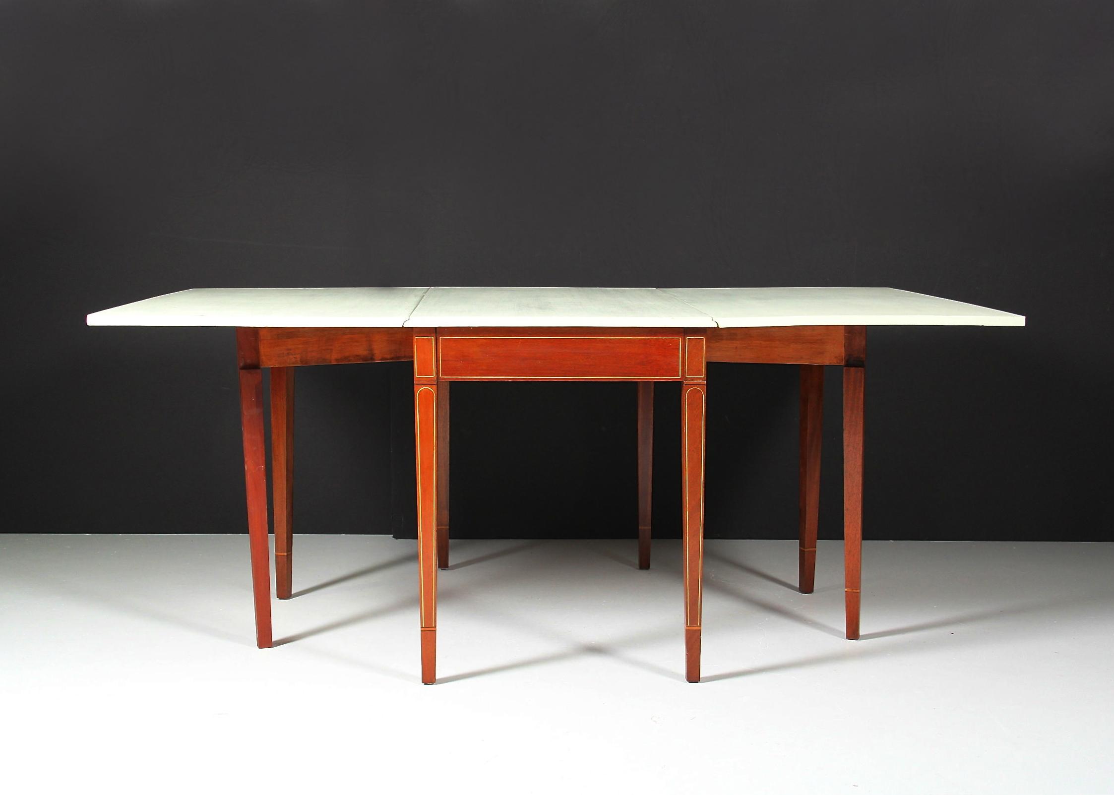 Vintage Hepplewhite Style Mahogany Drop-Leaf Gateleg Table : EBTH