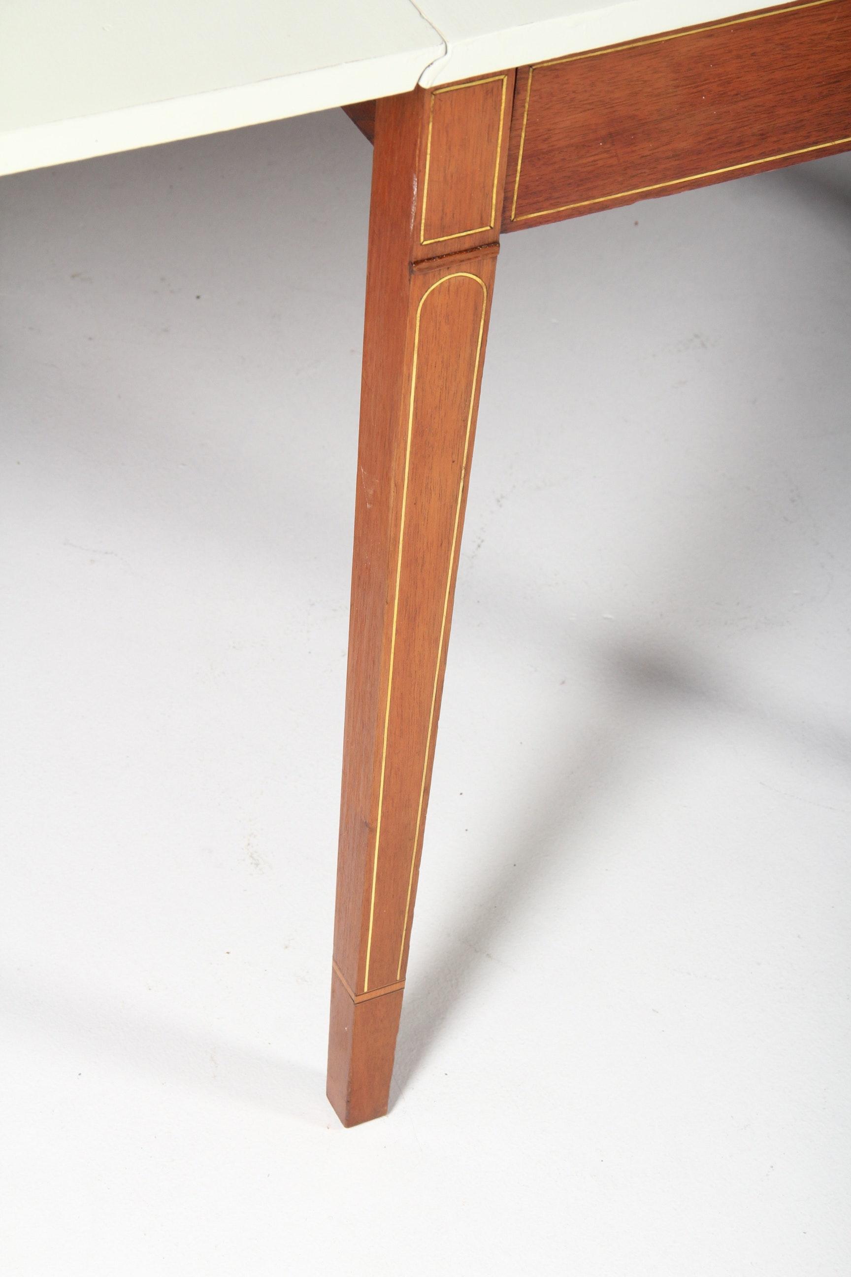 Vintage Hepplewhite Style Mahogany Drop Leaf Gateleg Table