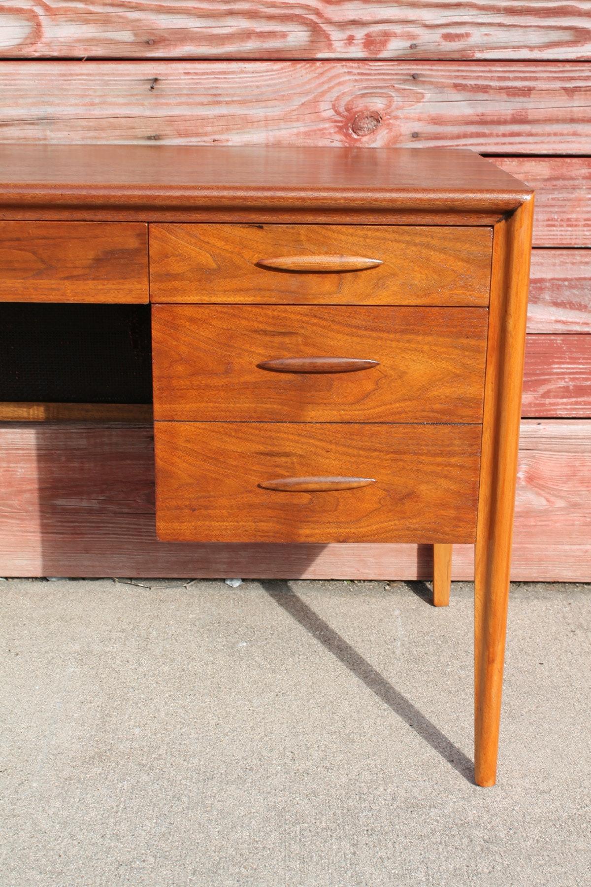 Mid Century Modern Walnut Desk By Broyhill Ebth