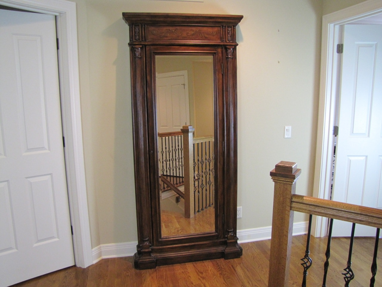 Hooker Furniture Accents Seven Seas Floor Mirror W/Jewelry Armoir ...