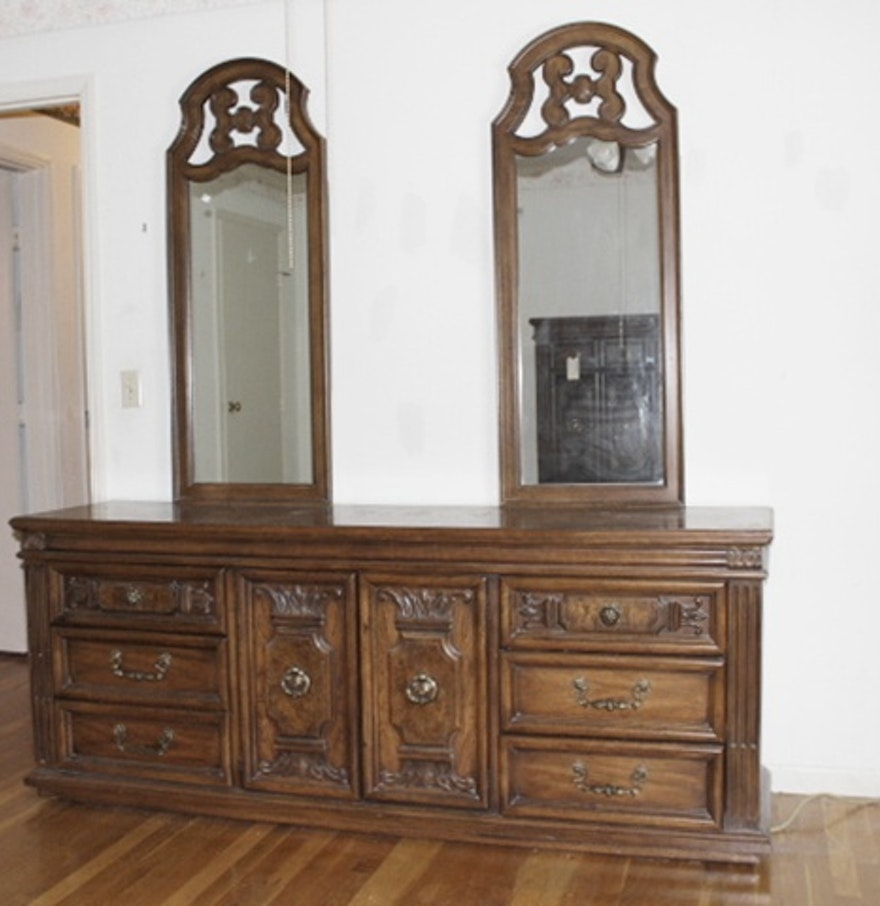 Vintage Thomasville Bedroom Set : EBTH