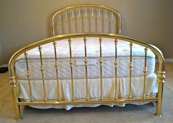 charles p rogers queen size brass 39 rainbow 39 bed with mattress ebth. Black Bedroom Furniture Sets. Home Design Ideas