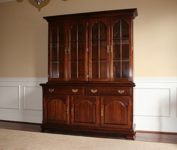 traditional style cherry china cabinet ebth. Black Bedroom Furniture Sets. Home Design Ideas