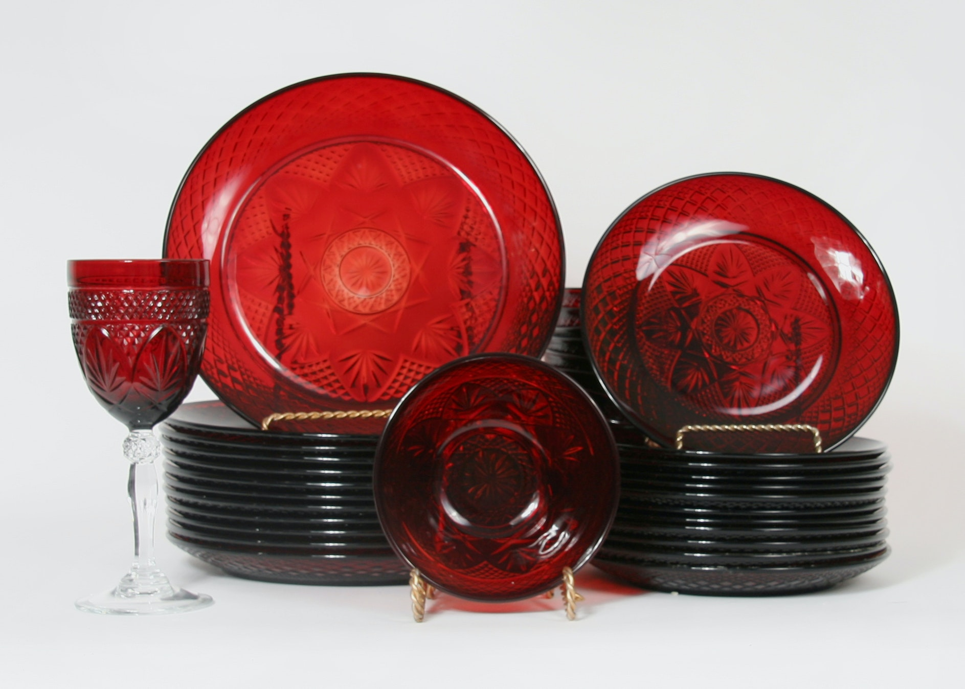 Vintage Collection of Ruby Red Arcoroc France Glass Dinnerware ... & Vintage Collection of Ruby Red Arcoroc France Glass Dinnerware : EBTH