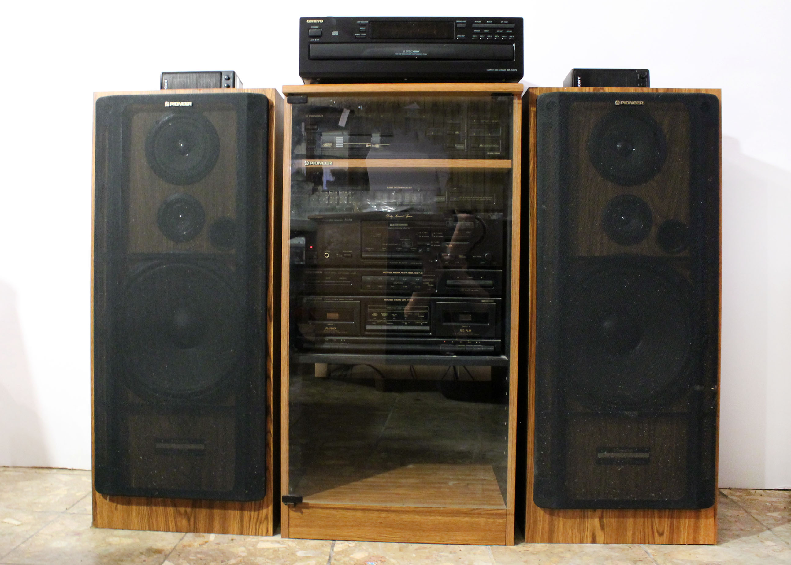 Pioneer Stereo System with Cabinet : EBTH