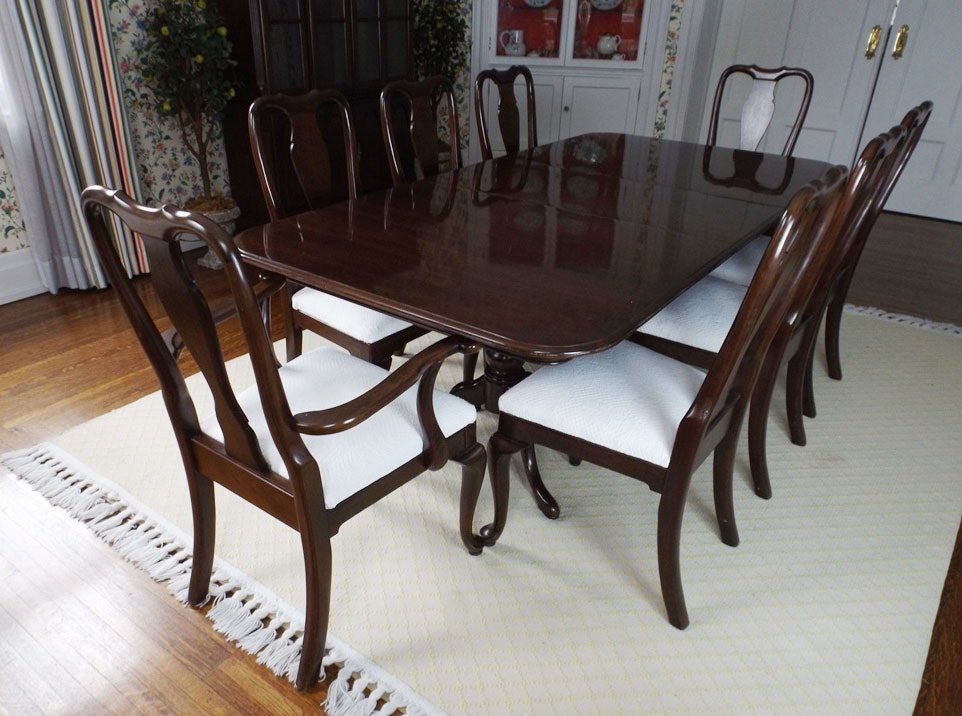 Gorgeous Ethan Allen Mahogany Dining Table and Eight Chairs