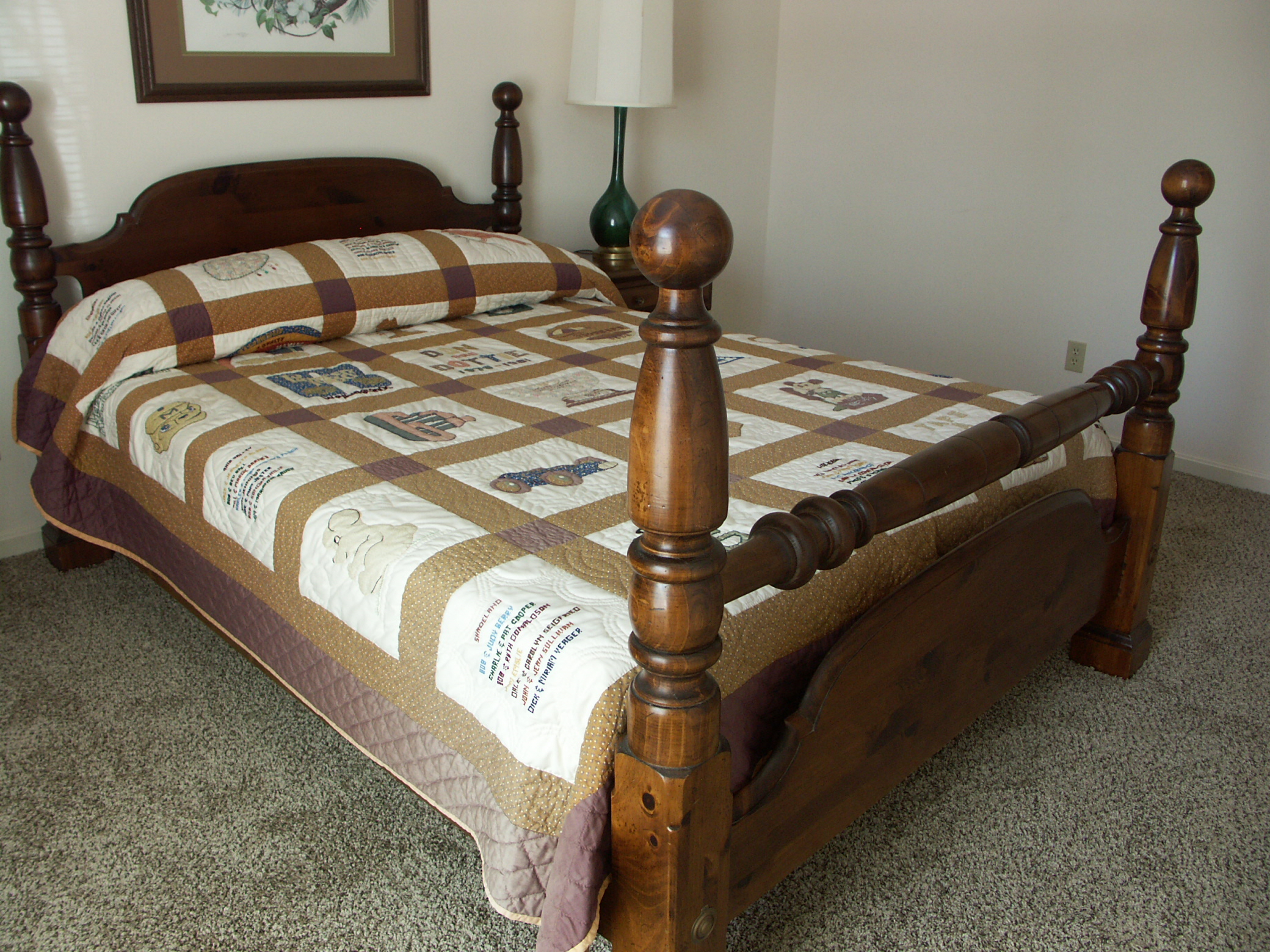 Queen Size Pine Cannonball Bed : EBTH