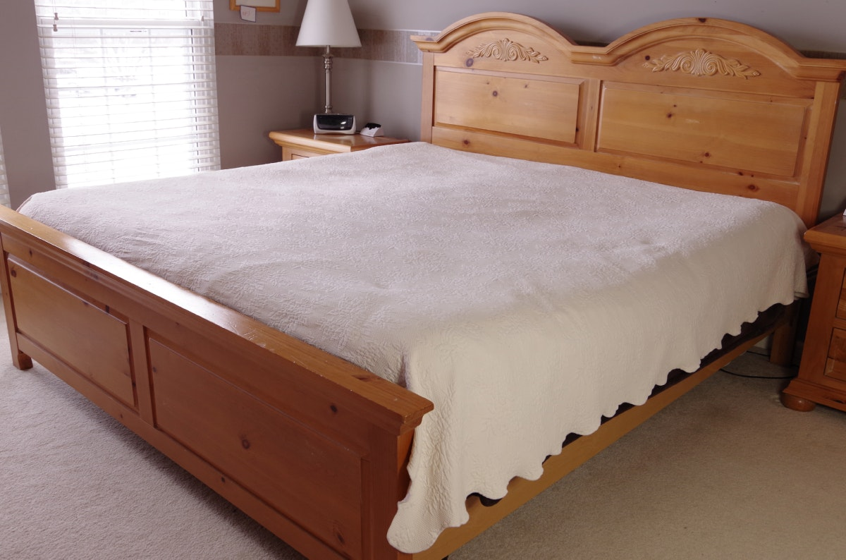 Broyhill Fontana King Size Bed Distressed Pine Ebth