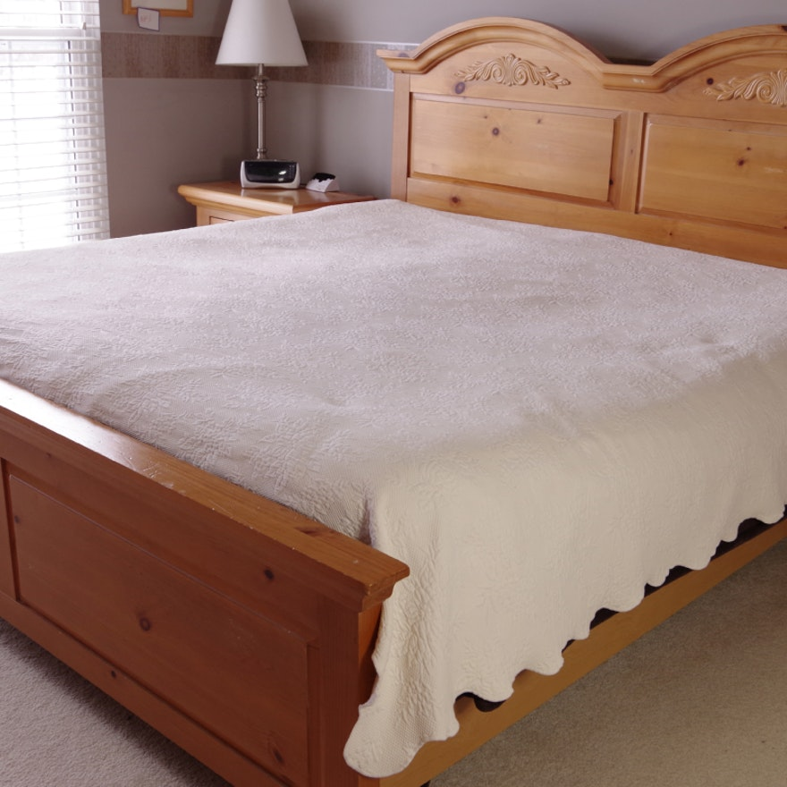 Broyhill Fontana King Size Bed Distressed