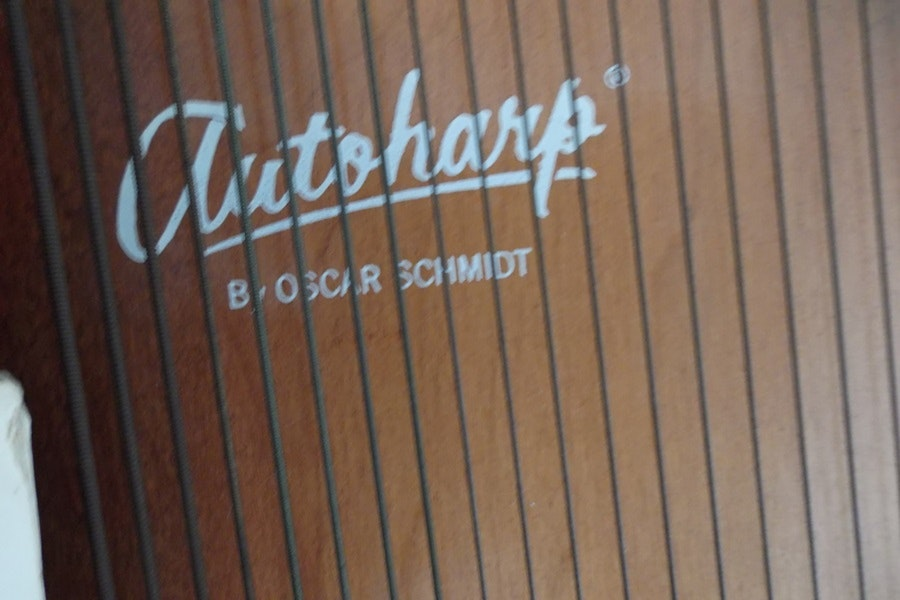 1900512 1970s Oscar Schmidt 15 Chord Autoharp And Case likewise Product detail 31724 likewise 462604 Oscar Schmidt Autoharp Os15b Sunburst together with Product detail 1218 besides 306899 Vintage 1970 S Hondo Gibson F4 Mandolin Clone. on oscar schmidt autoharp 15 chord