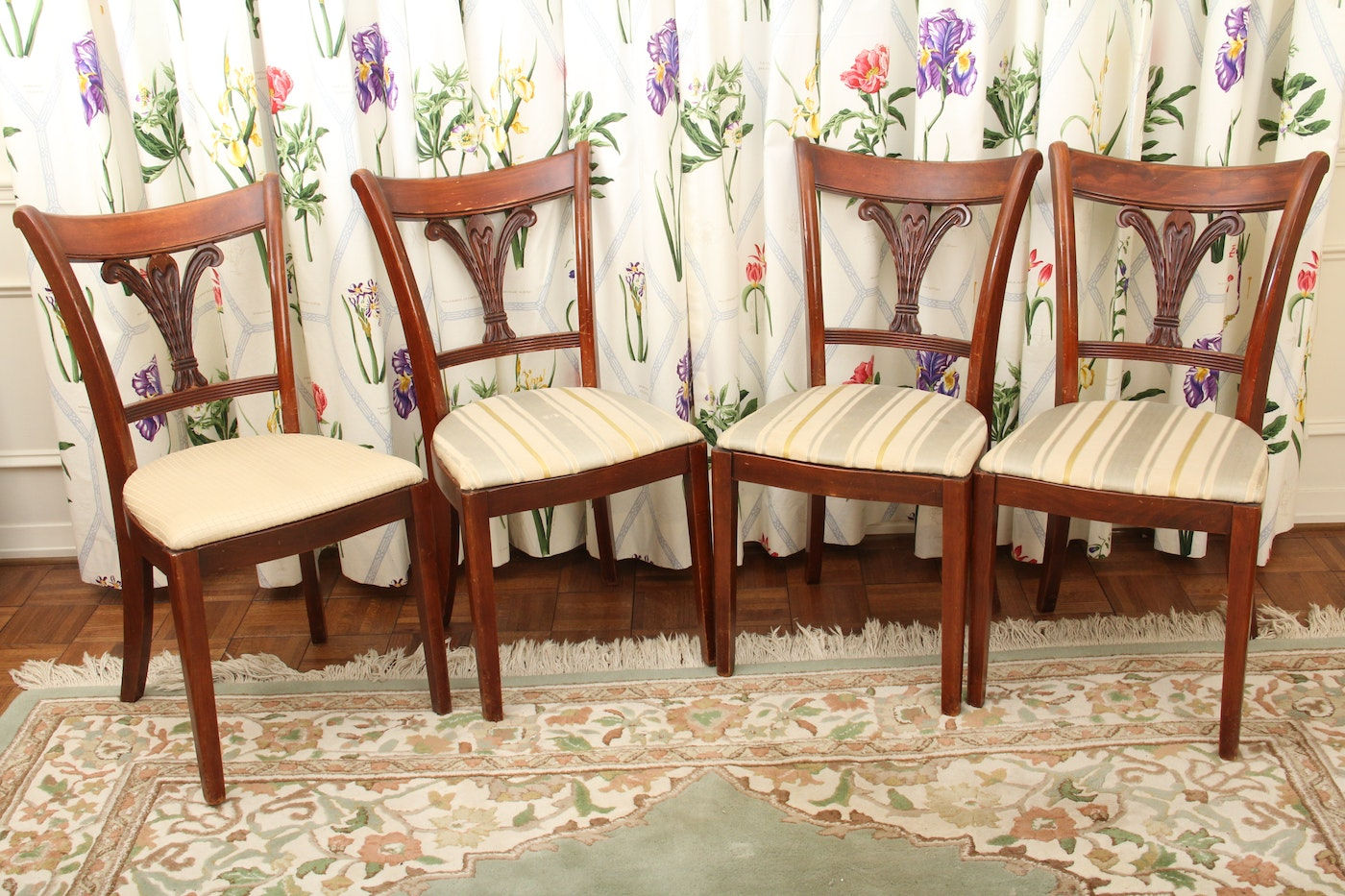Duncan Phyfe Style Dining Room Table And Chairs Ebth