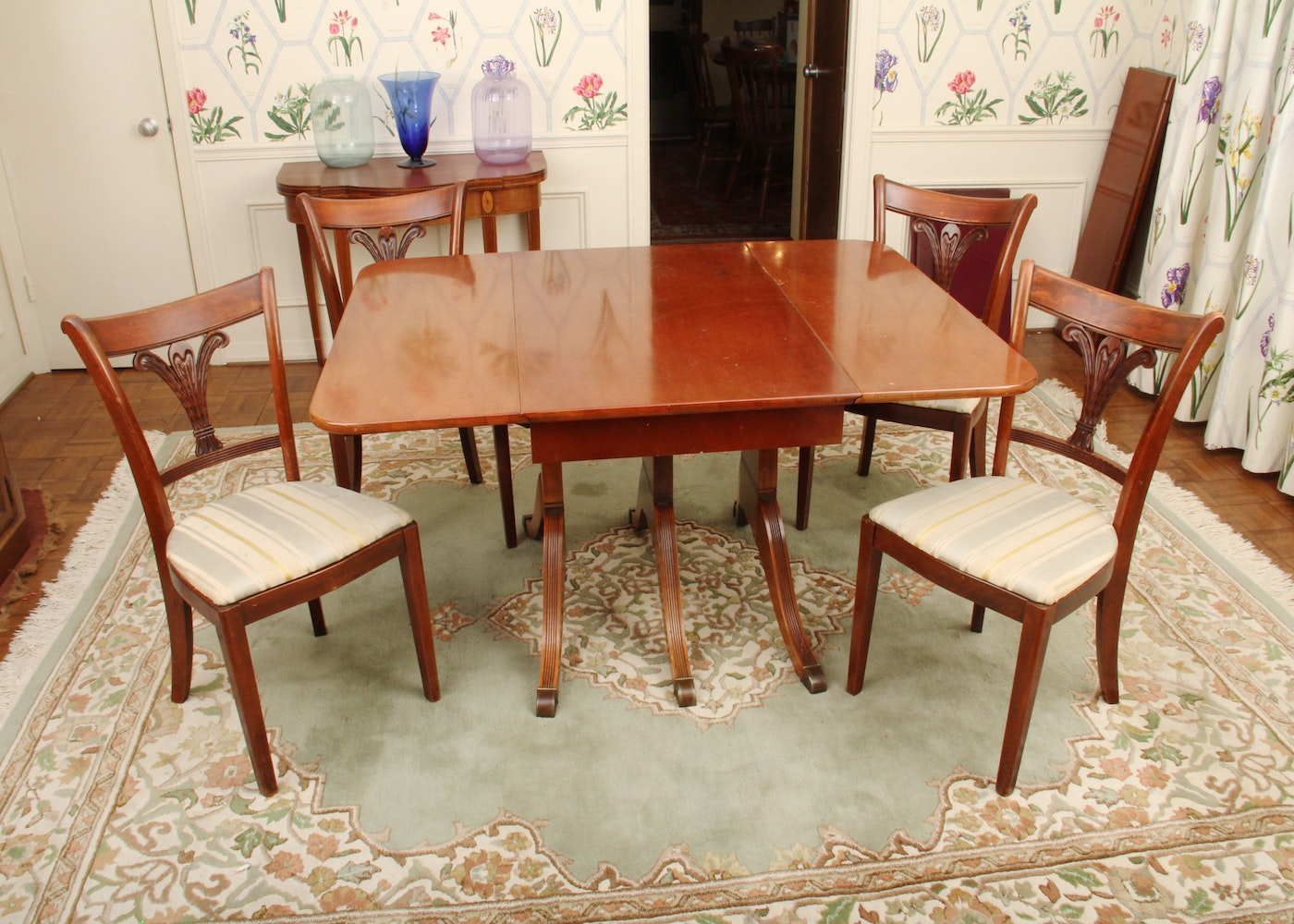 Duncan phyfe style dining room table and chairs ebth for Looking for dining room table and chairs