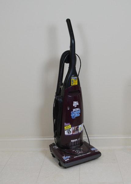 Oreck Xl Upright Vacuum Amp Dirt Devil Floor Keeper Ebth