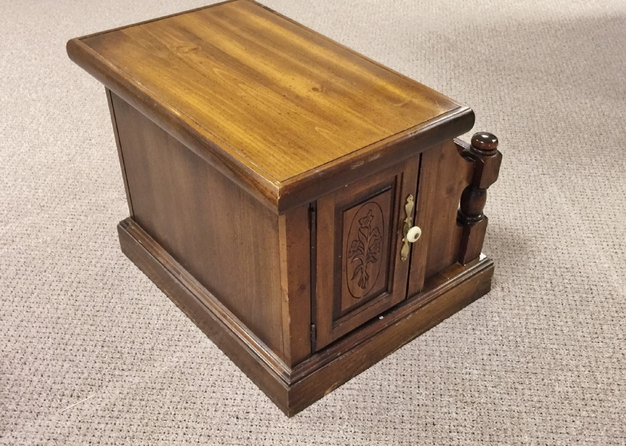 Vintage Tables Antique Tables and Retro Tables Auction in Fairfield