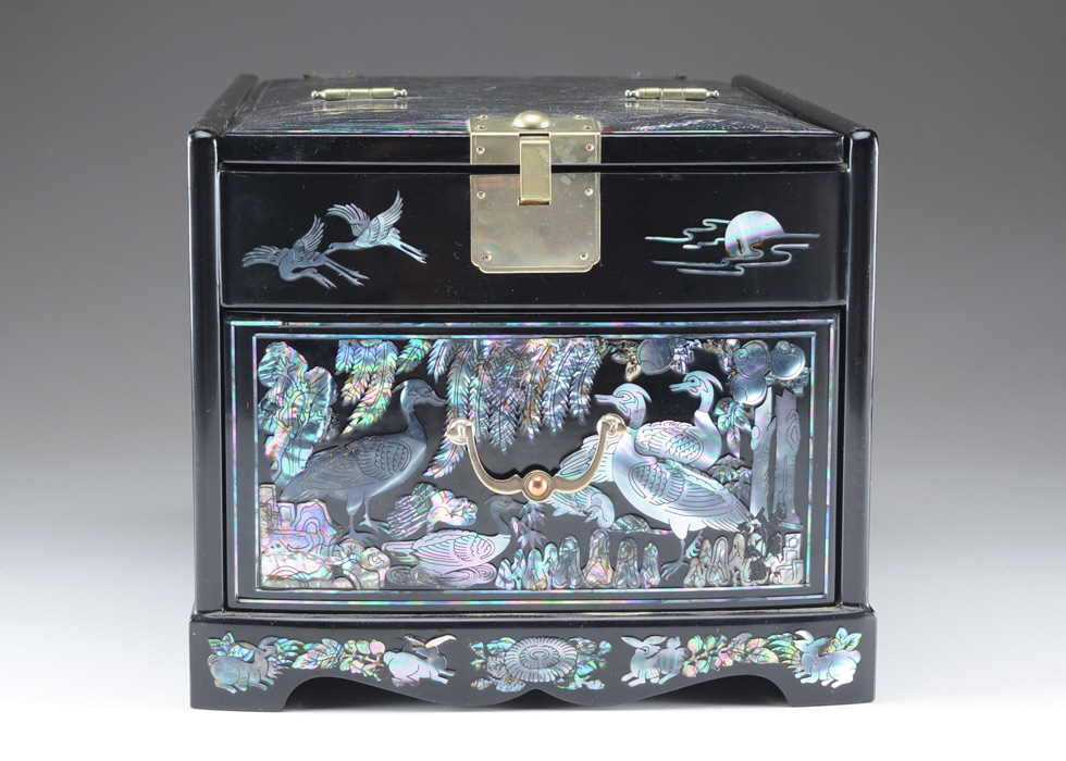 Vintage Black Lacquer and Abalone Shell Jewelry Box and Mirror EBTH
