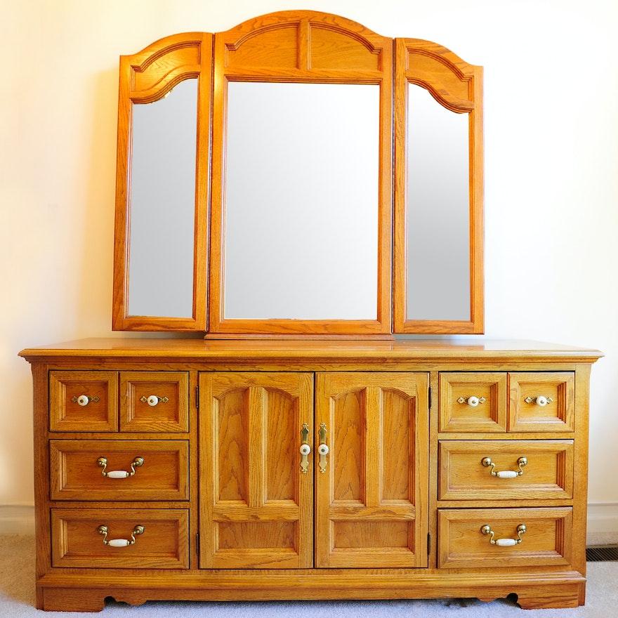 Thomasville Furniture Oak Dresser With Tri-View Mirror