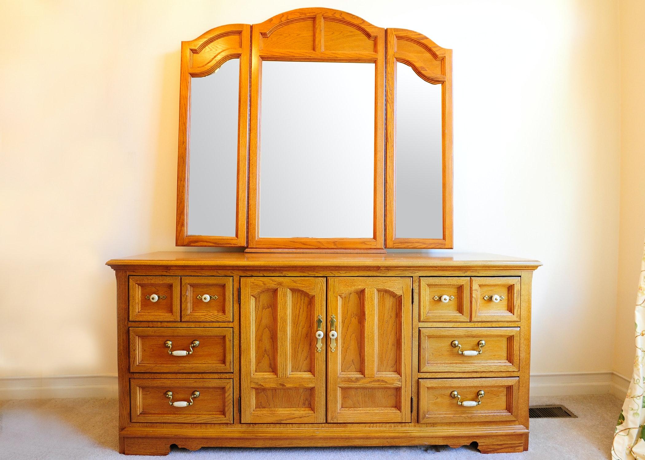 Thomasville Furniture Oak Dresser With Tri View Mirror ...