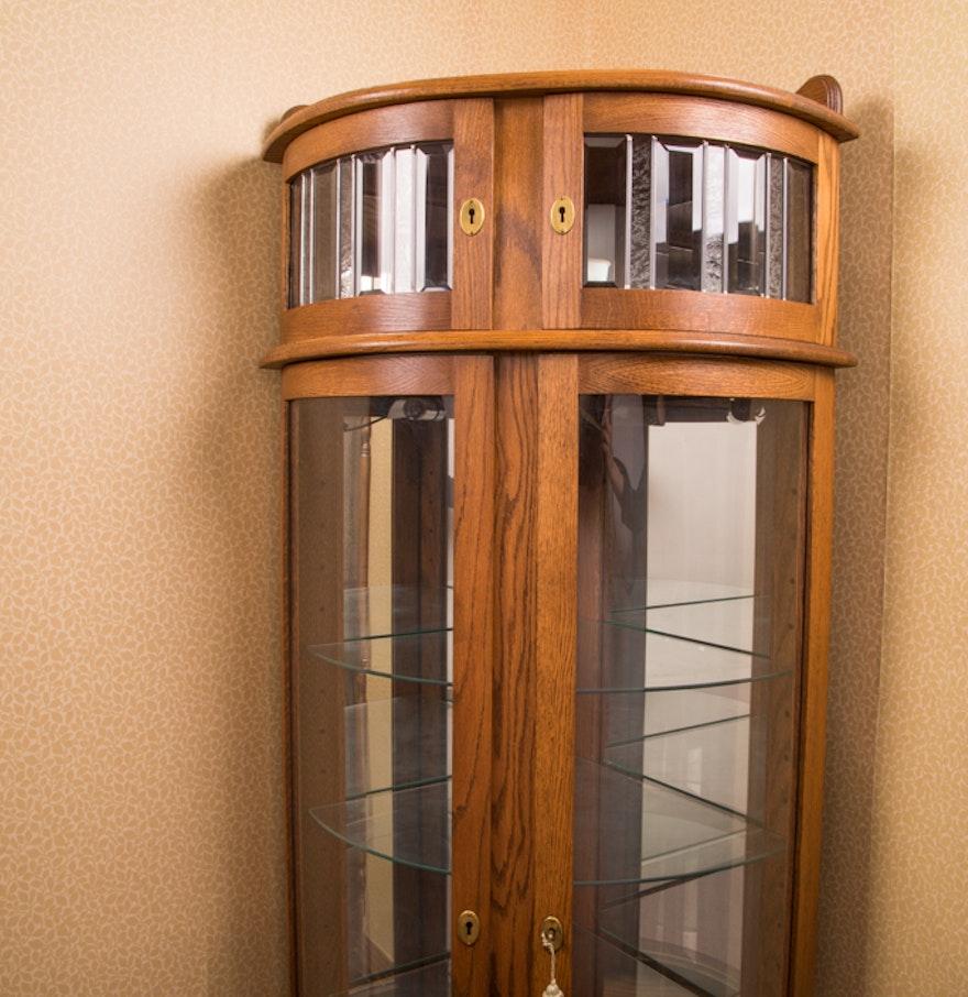 Red Oak Lighted Corner Curio Cabinet ... - Red Oak Lighted Corner Curio Cabinet : EBTH