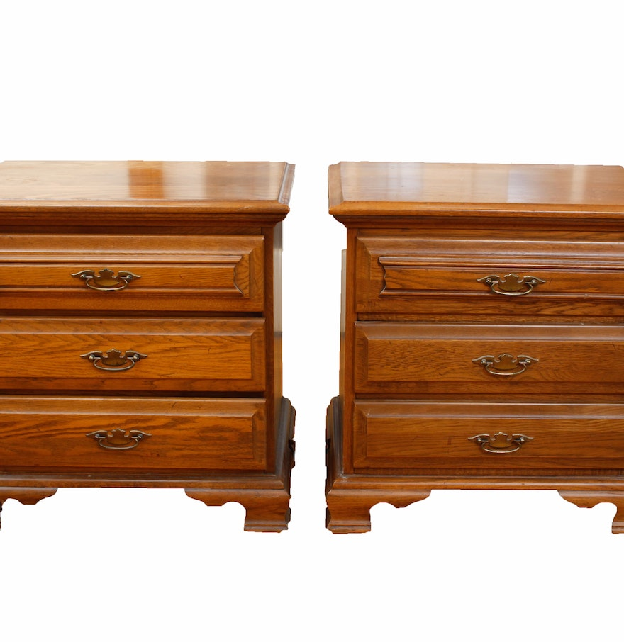 Pair Of Young Hinkle Oak Nightstands
